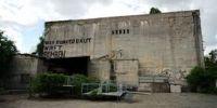 Bekas bunker Jerman saat Perang Dunia ini dijadikan tempat uji nyali