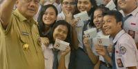 Gubernur Sulut berikan dana Rp10 juta untuk tabungan awal 1.000 siswa