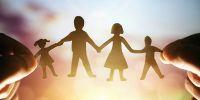 10 Kebiasaan ini pantang dilakukan orang tua di depan si kecil