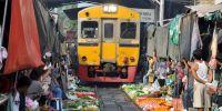 Gokil, pasar di Thailand ini berjualan di tengah rel kereta api!