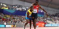 Aksi sportif atlet memapah lawannya yang tak berdaya ini bikin haru