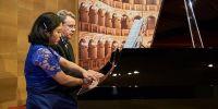 Pesona duo piano Imma Setiadi dan Nigel Clayton membius penonton