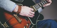 7 Tips belajar gitar dengan mudah, cepat, dan lancar