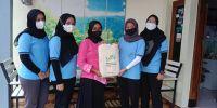 Mahasiswa KKN UM bagikan 100 tote bag di Desa Sengguruh