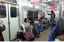 6 Kasta posisi di gerbong Commuter Line, kamu masuk  mana nih?