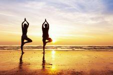 Gerakan simpel yoga ini bisa kamu lakukan sendiri, mari hidup sehat