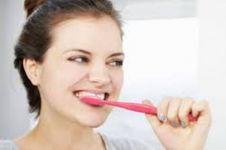 Ternyata ini bahaya jika kamu sering buang busa sikat gigi ke toilet