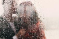 5 Aktivitas selama musim hujan ini cocok dilakukan bareng pasangan