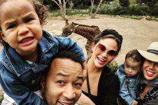 5 Potret harmonis keluarga John Legend, suami dan ayah idaman nih