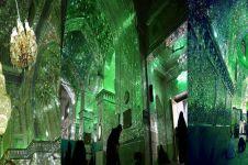 Dari luar terlihat biasa, namun bagian dalam masjid ini bikin kagum