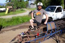 Pria ini membuat sepeda motor listrik jet darat dari bahan bekas