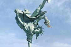 8 Aksi kocak patung Liberty di kala bosan ini bikin senyum sendiri