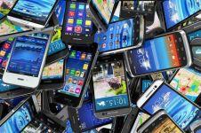 Tak kenal merek, ini ciri ponsel yang segera diblokir di Indonesia