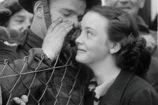 10 Potret romantis tentara di masa Perang Dunia ini bikin baper