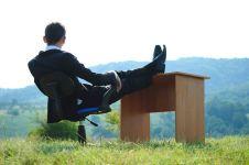 Tak hanya kerja kantor, 9 pekerjaan outdoor ini perlu kamu ketahui