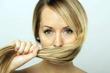 Begini cara sederhana merawat rambut agar tak berketombe