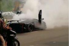 Diduga overheat, Lamborghini Aventador milik Raffi Ahmad terbakar