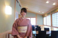 Diskriminasi pekerja restoran Jepang karena pemakaian kacamata