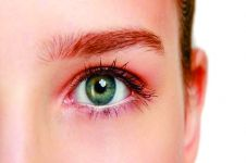 4 Cara mengatasi mata kering secara efektif