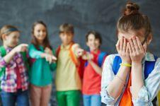 7 Tanda anak jadi korban bullying di sekolah, orang tua harus waspada