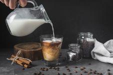 Ini kelebihan santan dan susu oat sebagai pemanis pada kopi