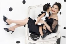 5 Potret Chelsea Olivia bersama putri semata wayangnya, kompak banget