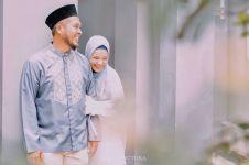 4 Potret harmonis Dewi Sandra dan sang suami, Agus Rahman