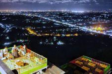 Menikmati keindahan lampu kota Yogyakarta dari Bukit Bintang