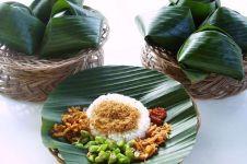 8 Jenis pembungkus makanan tradisional ini berasal dari daun pisang