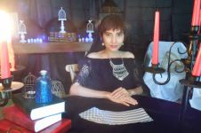 Indri Mohana, sosok tarot reader cantik yang multitalenta
