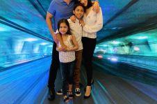 7 Potret keharmonisan keluarga kecil Nana Mirdad dan Andrew White