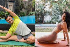 6 Artis Indonesia gemar lakukan yoga, rahasia tubuh bugar & awet muda