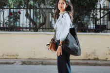 7 Inspirasi outfit monokrom ala Dian Sastro, simpel dan modis