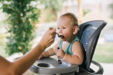 8 Cara yang dapat dilakukan orang tua agar si kecil gampang makan