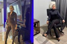 7 Potret Kimmy Jayanti berbusana serba hitam, cantik berkelas