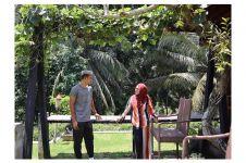 9 Potret bahagia Okie dan Gunawan saat liburan di Bali, bak honeymoon