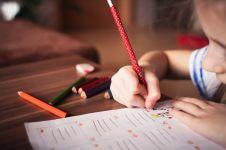 Kesulitan mendampingi anak belajar di rumah? Coba lakukan 4 tips ini