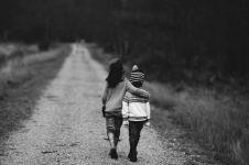 Parentifikasi: Ketika anak dipaksa bersikap dewasa sebelum waktunya