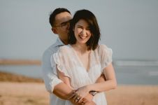 9 Foto mesra Laura Basuki dan suami, tetap harmonis bak pengantin baru