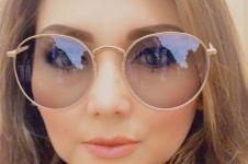 6 Potret cantik Nia Daniaty pada usia 56 tahun, nampak awet muda