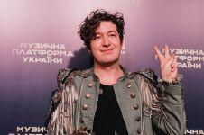 Viral banting gitar peserta, ini 13 potret keseharian Dmitry Shurov