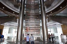 Berpetualang ke perpustakaan terbesar di Jakarta