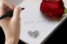 11 Ungkapan cinta puitis ala Sri Wintala Achmad, bikin klepek-klepek