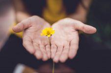 Mulai dari hal kecil, ini 5 manfaat melakukan kebaikan