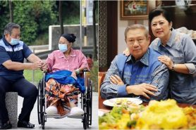 5 Potret haru keluarga SBY saat ziarah ke makam Ani Yudhoyono