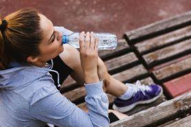 Punya banyak manfaat, ini 7 tips agar rajin minum air putih