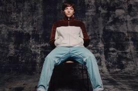 Louis Tomlinson tulis lagu buat kenang mendiang ibunya & One Direction
