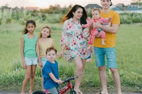 8 Potret Stefan Wiliam bersama anak-anaknya, papa muda idaman