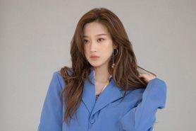 5 Ide outfit kantor ala Mun Ga Young, pemeran drama True Beauty