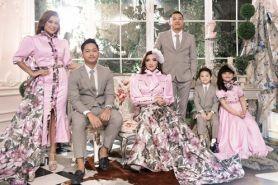 5 Potret kompak keluarga A6, lakukan photoshoot berkonsep elegan